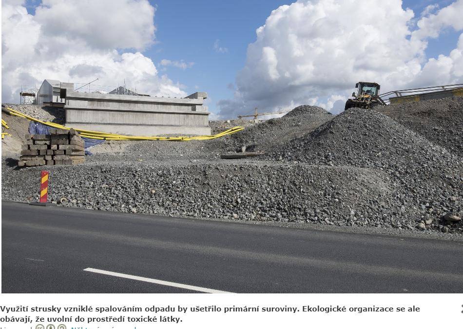 Budeme mít silnice postavené na toxické strusce? Podle Arniky to reálně hrozí, podle MŽP je to nesmysl
